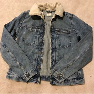 Gap denim jacket with fuzzy lining